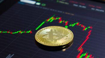 close-up-golden-bitcoin_51253-3
